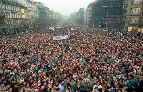 1989-crowds-gather-in-the-streets-of-Prague-to-take-part-in-the-Velvet-Revolution.